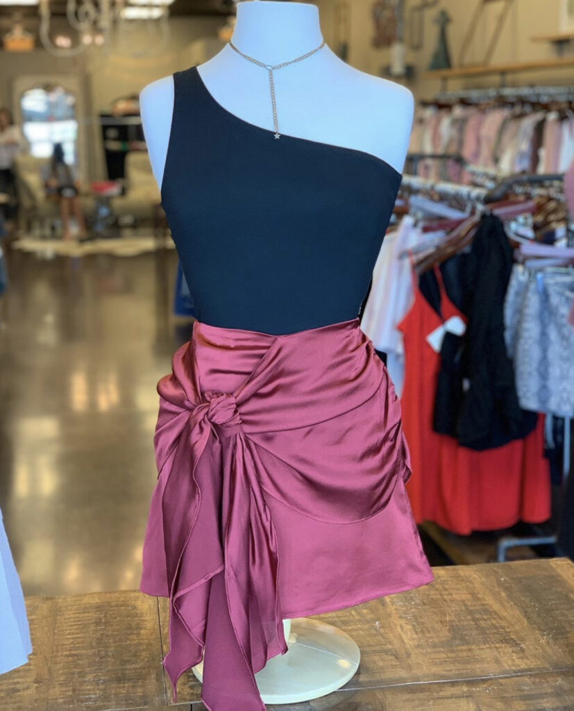 Clothing Boutiques in Madison: These five boutiques in Madison, Alabama carry shirts, jeans, dresses, jewelry, and much more.
